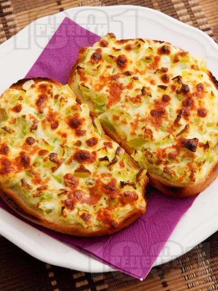 Запечен сандвич със зелени чушки, сирене и яйца - снимка на рецептата